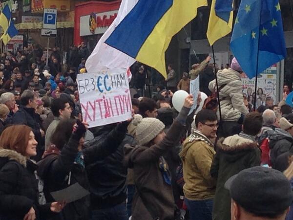 Rally goes from Schevhenko University to Maidan Nezalezhnosti