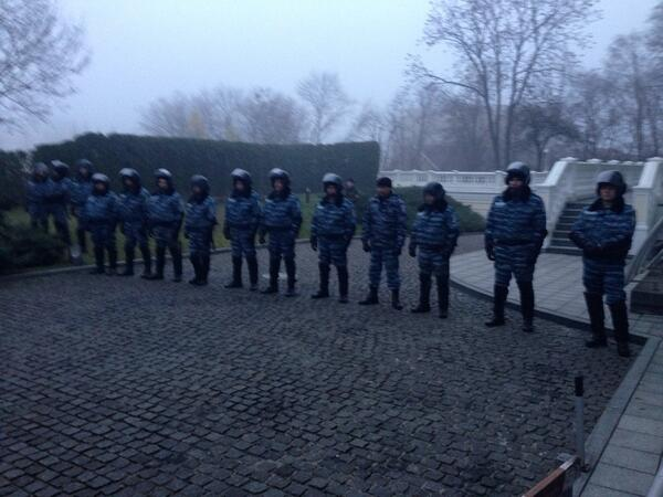 Police line on Institutskaya street