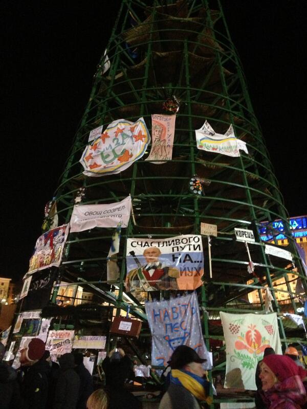 The skeleton of the Christmas tree on Maidan