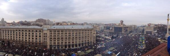 Khreschatyk and Maidan filled with people
