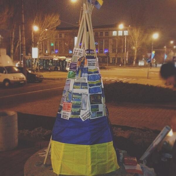 Donetsk Euromaidan - own Christmas tree