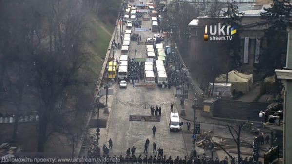Riot police pushed to Hrushevskogo street