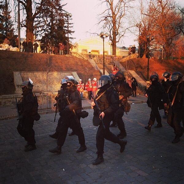 Berkut has Kalashnikovs locked and loaded. Kyiv