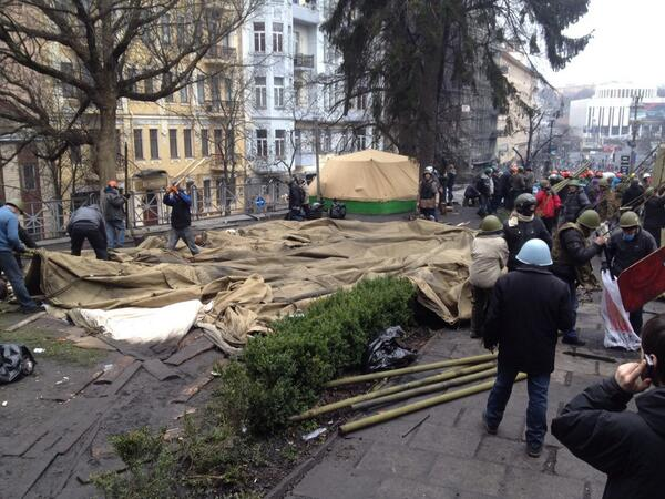 At the Museum on Grushevskogo protesters dismantle abandoned tents of the police