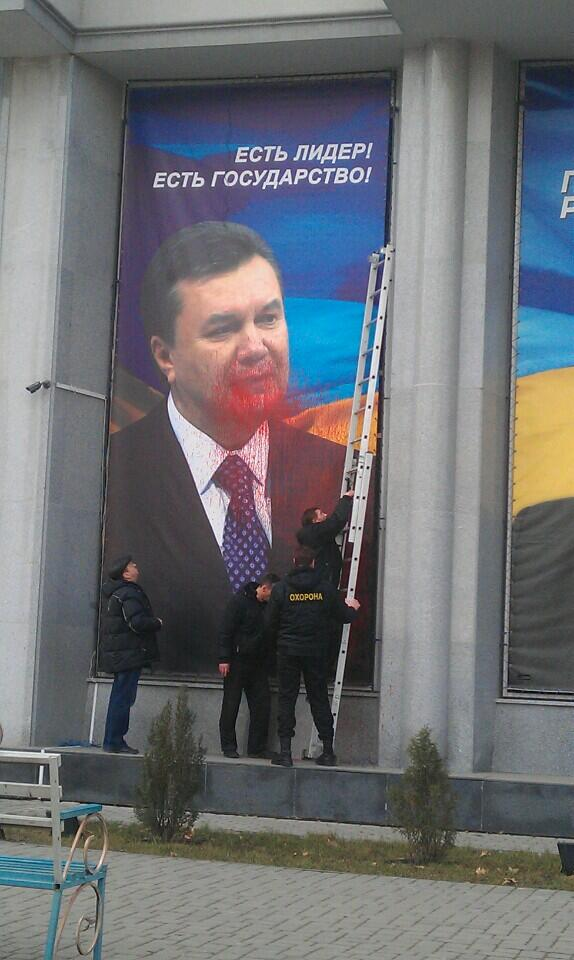 Yanukovych advertising painted in Mykolaiv