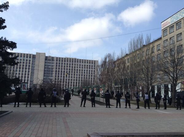 Police near State Administration of Donetsk region