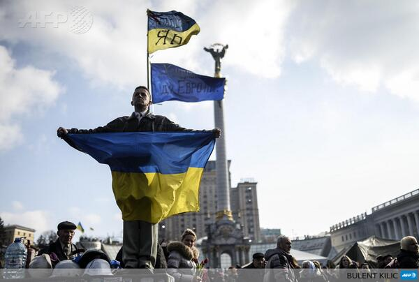 A man holds a Ukrainian flag on Kyiv's Independence Square