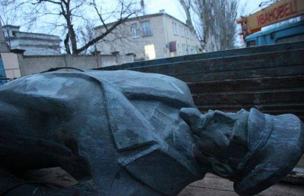 Dzherzhinsky monument toppled in Kherson