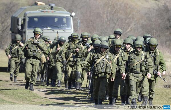 Ukraine says Russia issues Crimea ultimatum Kremlin-backed troops pour in
