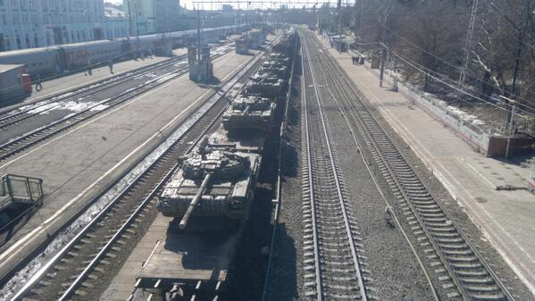 Multiple tanks on the way to Ukrainian border