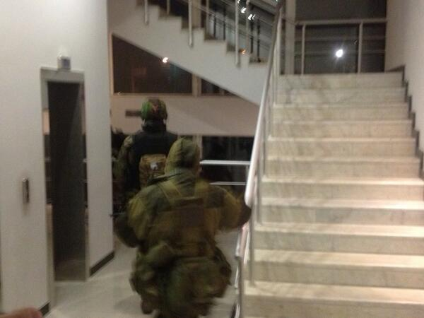 Masked gunmen in hotel in Simferopol, where mainly int journalists are staying