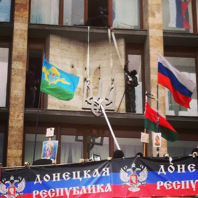 From the Donetsk city council removed Ukrainian signs