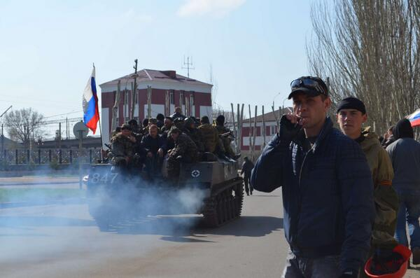 Tanks with Russian flags in Kramatorsk. Said to be captured from Ukraine
