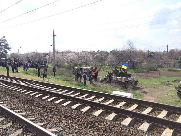 The Ukrainian army outside of Kramatorsk, halted by a bunch of locals