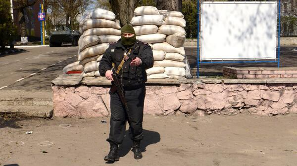 Militants in Mariupol asked to turn off camera