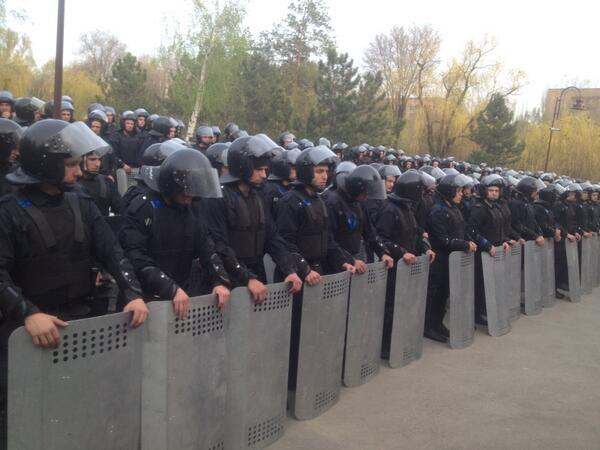Hundreds of riot police to protect prounity rally on Donetsk Commander: police force under control of Kyiv Ukraine