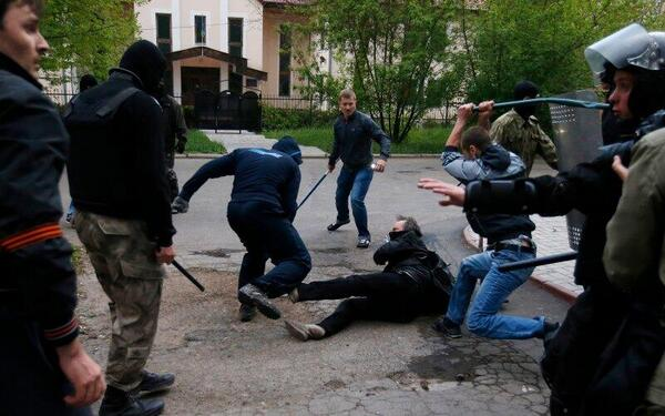 Pro-Russian thugs attacks Ukrainian protester in Donetsk