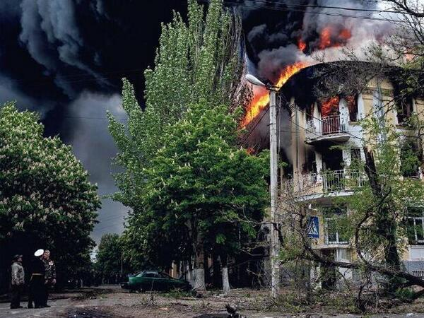 Explosions in Mariupol: police station burns as Ukraine Army moves in to separatist town.