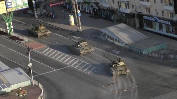Huge tank convoy in Lugansk