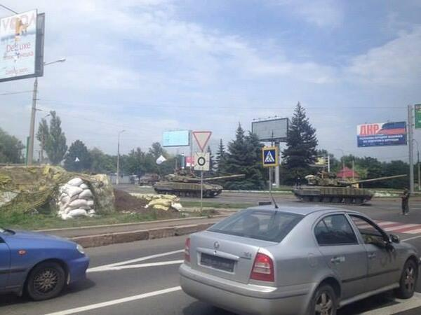 Tanks drove towards Budenovsky district Donetsk