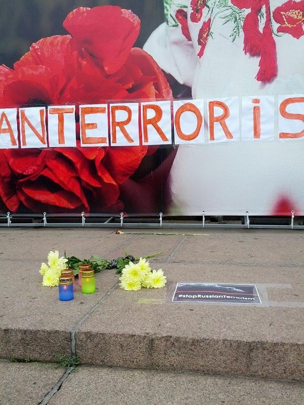 Flowers in Dnipropetrovsk as MH17 crashed. boing777