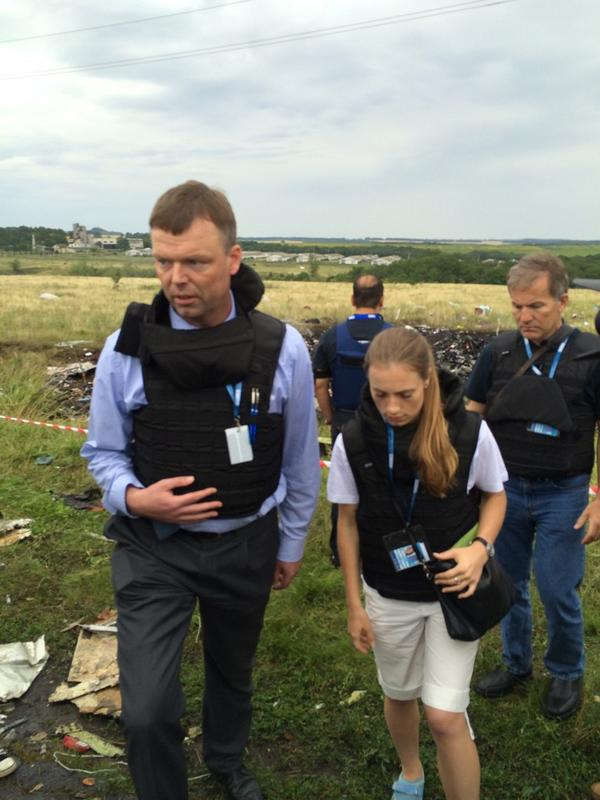The first OSCE team is on crash site of boeing777 mh17
