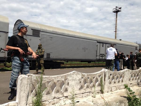 Remains of stolen MH17 bodies disrepectfuly crammed into MEAT train waggons