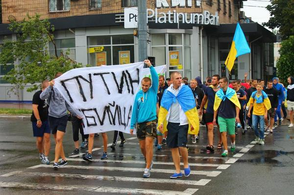 Mariupol ultras have held a March and laid flowers in memory of those killed in MH17