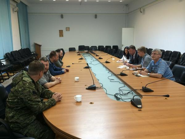 OSCE meeting now with Donetsk PM to discuss access 2 the site tomorrow with the Dutch forensic experts CNN