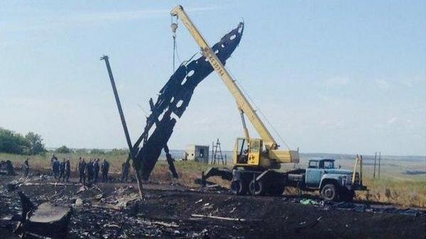 Terrorists have already move the debris MH17