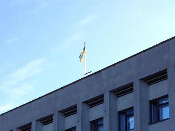 Ukrainian flag raised over Rubizhne cityhall