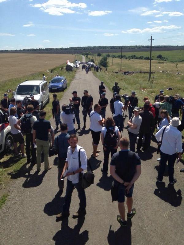 Dutch forensics arrive to MH17 crash zone