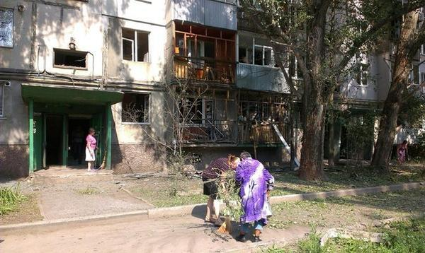 Apartment block in Luhansk was shelled by militants