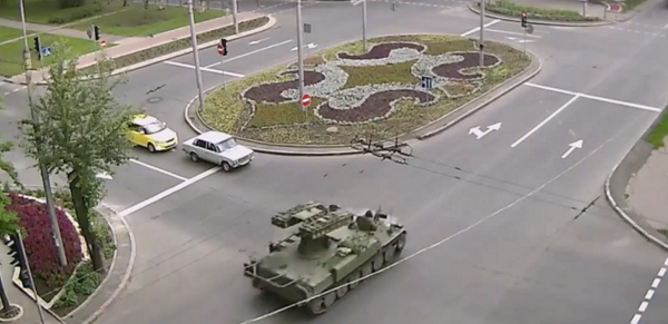 CCTV today captures Russian army 9K35 Strela-10 / SA-13, still in Donetsk
