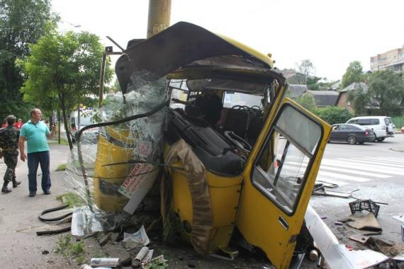 Minibus crashed In Kiev