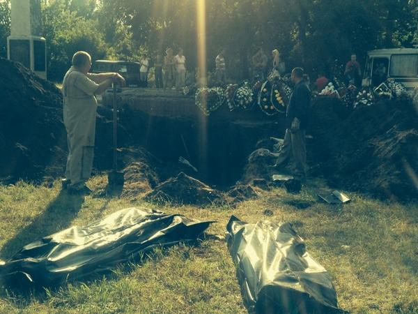 Exhumation of a mass grave in Sloviansk. Locals said they saw insurgents dumping bodies there