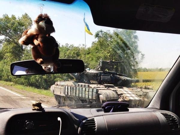 Lots of Ukrainian armour and heavy weapons just south of Donetsk