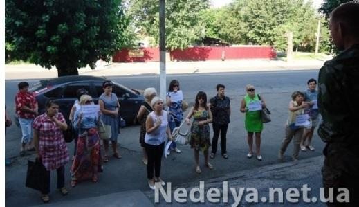 Women of Alchevsk tried to get the terrorists out of a city