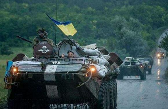 Ukrainian armored vehicles enter the town of Debaltsevo