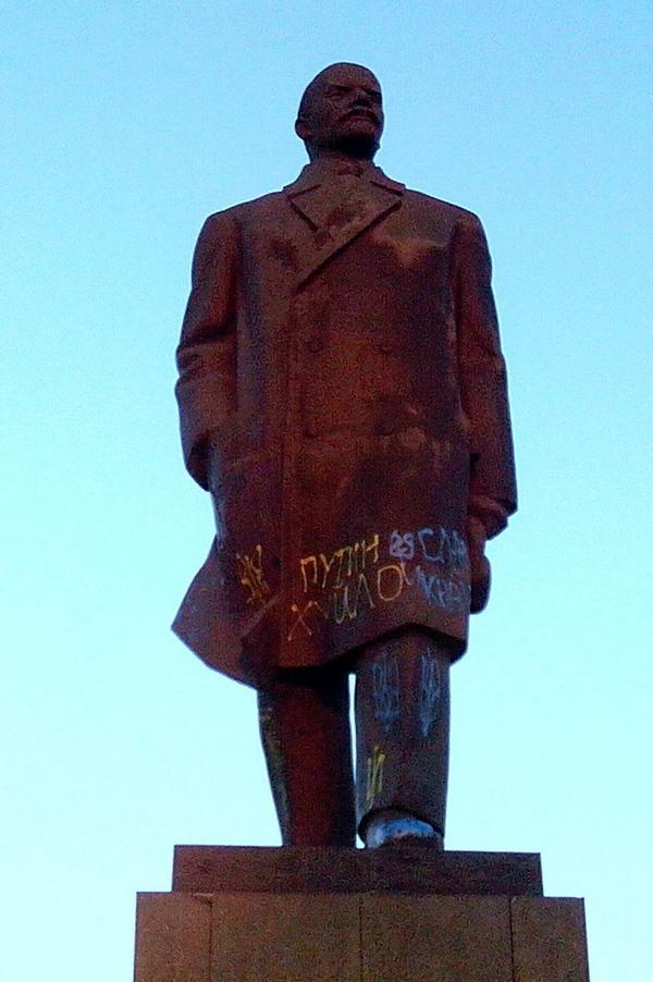 Activists painted Lenin statue in Kramatorsk