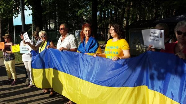 Today in Jurmala people protested against Russian propaganda music show NewWave and showed support for Ukraine