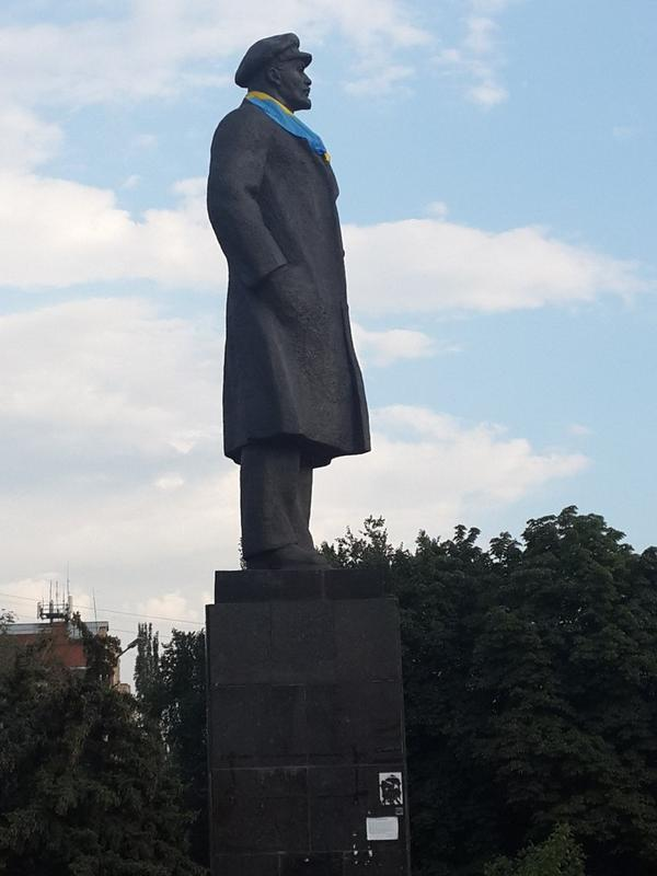 Lenin in Slavyansk with new scarf