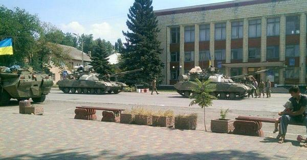Ukrainian tanks in Lutuhyne