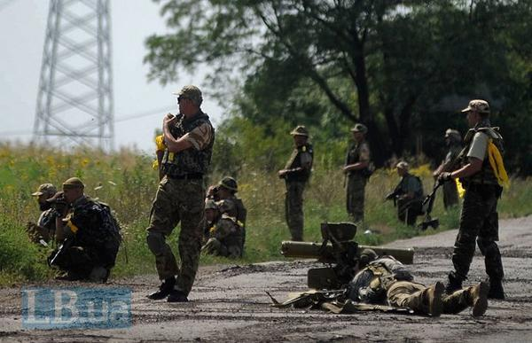 Battalion Donbas stands in the outskirts of Pervomais'k, heavy battles going on with Russian occupiers