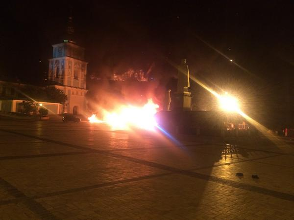 Makeshift monument to Maidan revolution in kiev just went up in flames