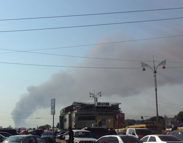 Another fire in Kyiv. Reports that admin building near bridge Pivdenny