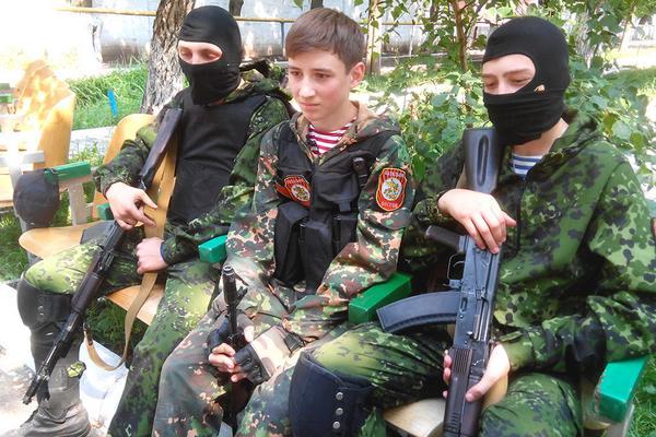 Donetsk Militants mobilize even kids