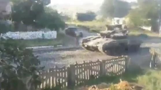 Tanks in Donetsk