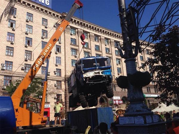 Barricades are removed from Hreshatyk
