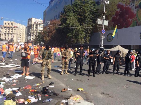 Municipal services trying to clear garbage from Maidan